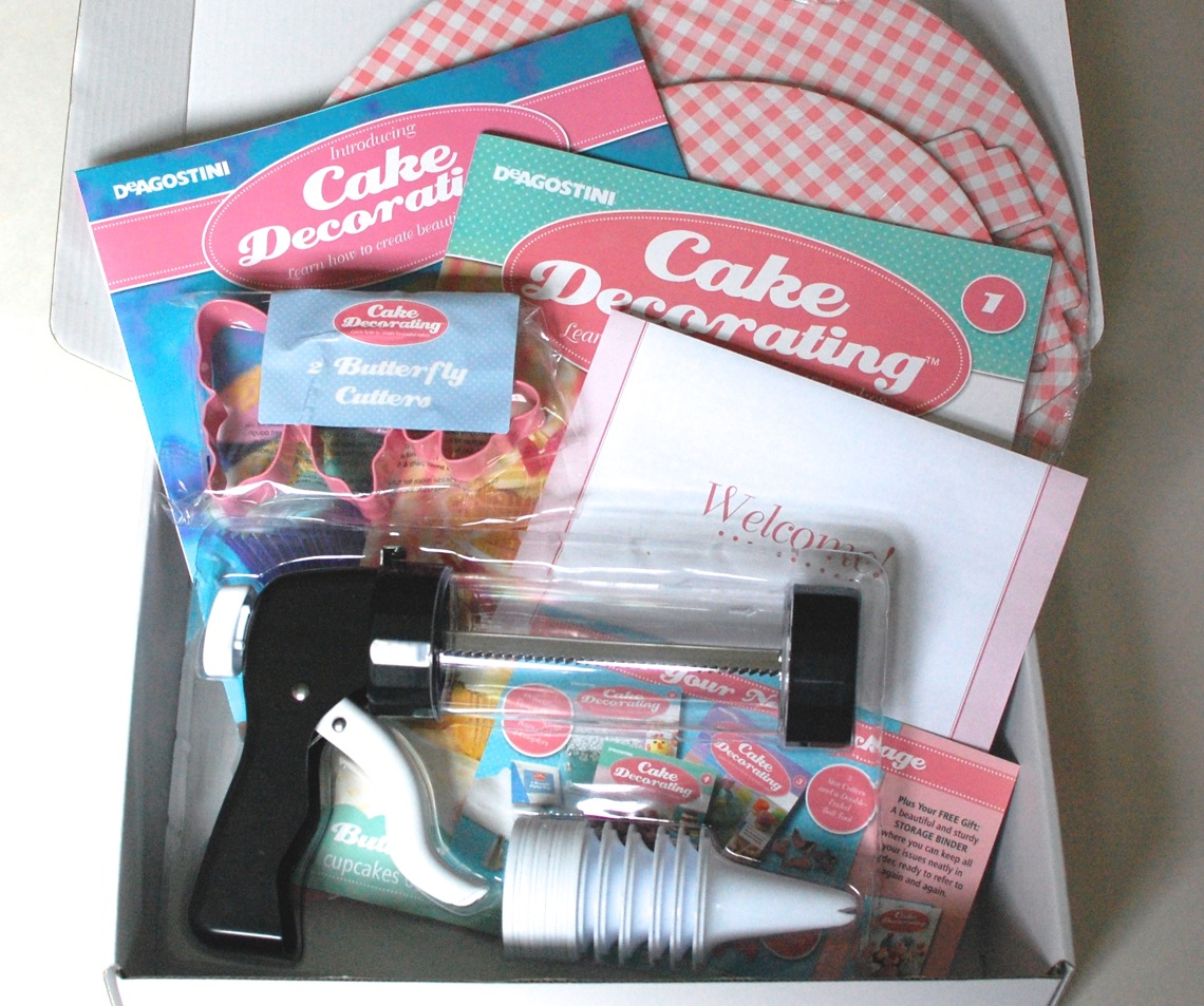 Cake Decorating Kit Of The Month : My Cake Decorating Box - 2 Little Rosebuds